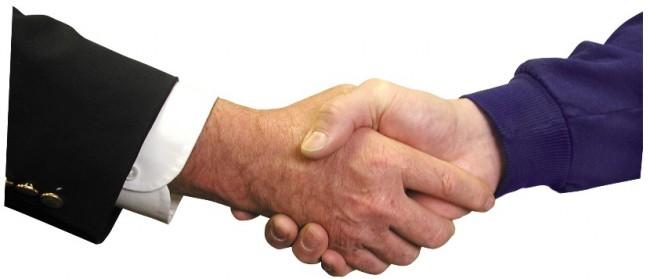 męski uścisk dłoni
